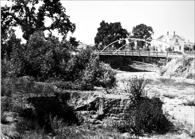 The Iron Bridge in 1879, over a completely dry creek bed. Image courtesy Sonoma County Library