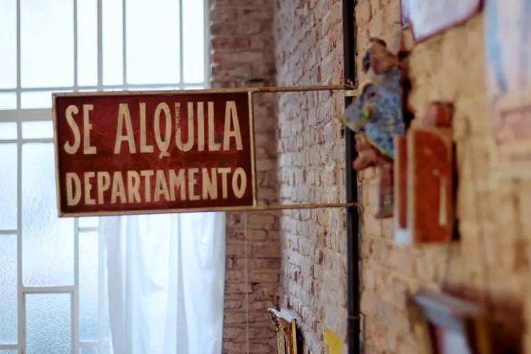 Se Alquila Vintage Sign