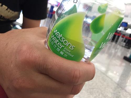 香港の飲料水 お水 ミネラルウォーター
