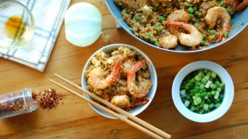 """Healthy Spicy Shrimp Fried """"Rice"""" (High Protein and Gluten-Free!)"""