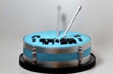 Drum cake with sticks