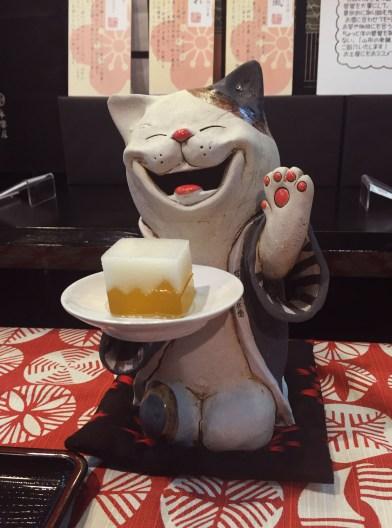 佐藤屋の菓子祭をアピる布施猫with嘯風
