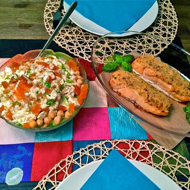 Lachs und orientalischer Gurkensalat