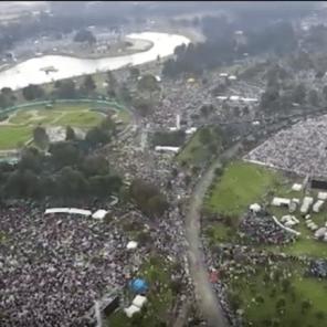 Vista panorámica del parque durante la misa papal
