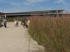 Образовательно-информационный центр резервата Neal Smith окружен посадками прерийных трав