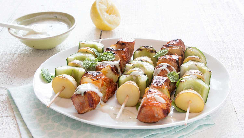Brochettes de porc et brochettes de légumes