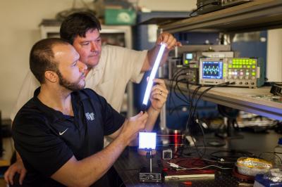 Professor David Carroll works with graduate student Greg Smith on new FIPEL lighting technology (Credit: Ken Bennett, Wake Forest University photographer)