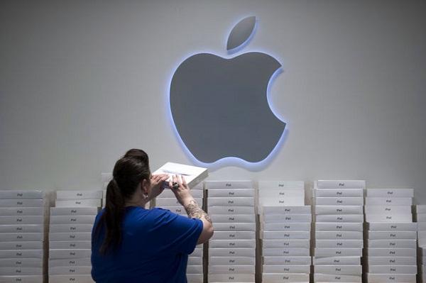 iPad sale is still on top (Credit: David Paul Morris/Bloomberg)