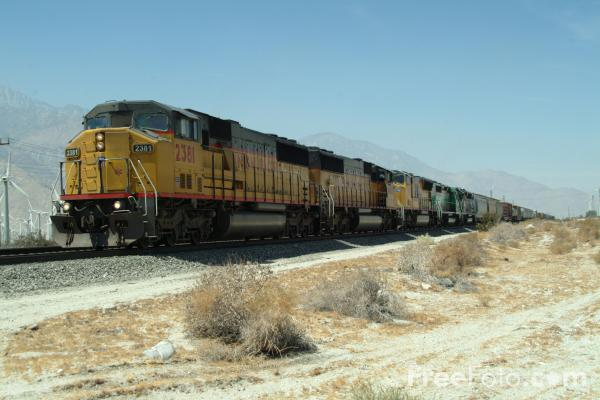 Union Pacific freight train near Palm Springs, California (Credit: freefoto)