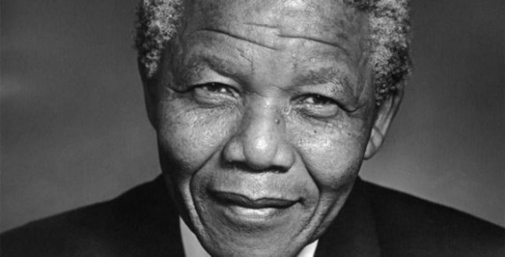 Nelson Mandela in black and white (Credit: lasanta.com.ec/Flickr)