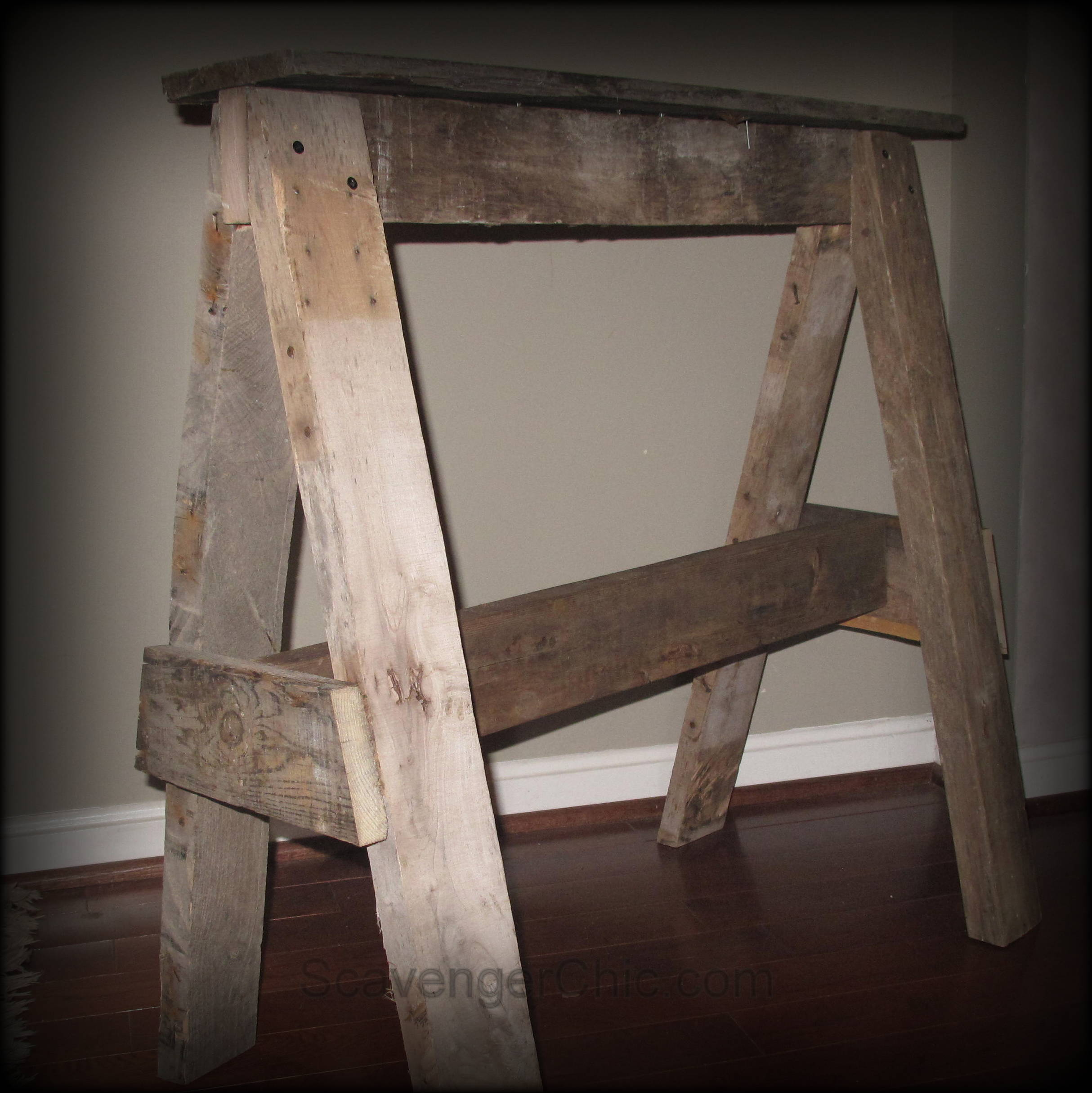 Rustic pallet wood sawhorse diy scavenger chic for Reclaimed pallet wood projects