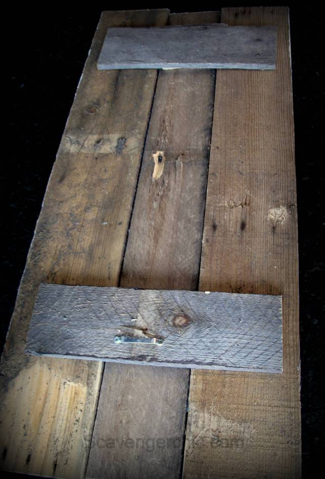 tin roofing shingles frame, upcycled roofing shingles, pallet wood projects, pallet wood frame