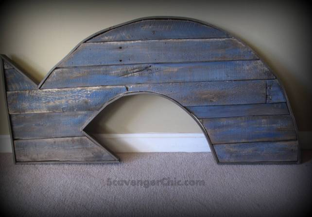 Pallet wood projects, rustic arrow, reclaimed wood arrow, pallet wood arrow, arrow diy, faux rust, scrap wood arrow, exit arrow, arrow wall art, arrow sign, pallet wood sign
