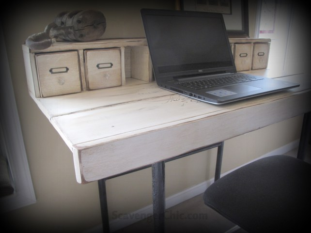 Plank desk diy, pallet wood projects, iron frame salvaged from a dump