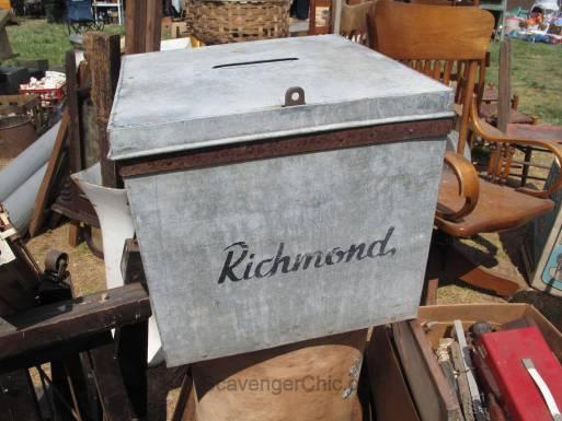 Route 11 Yard Crawl 2016-Richmond voter box