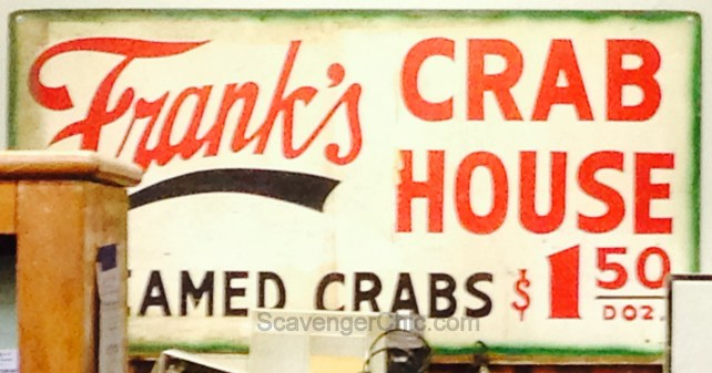 vintage-style-crab-house-sign