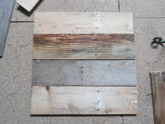 Upcycled Plant Stand and Pallet Wood Outdoor Side Table Easy DIY-001