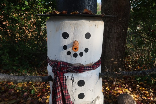 Four foot Log Snowman DIY-
