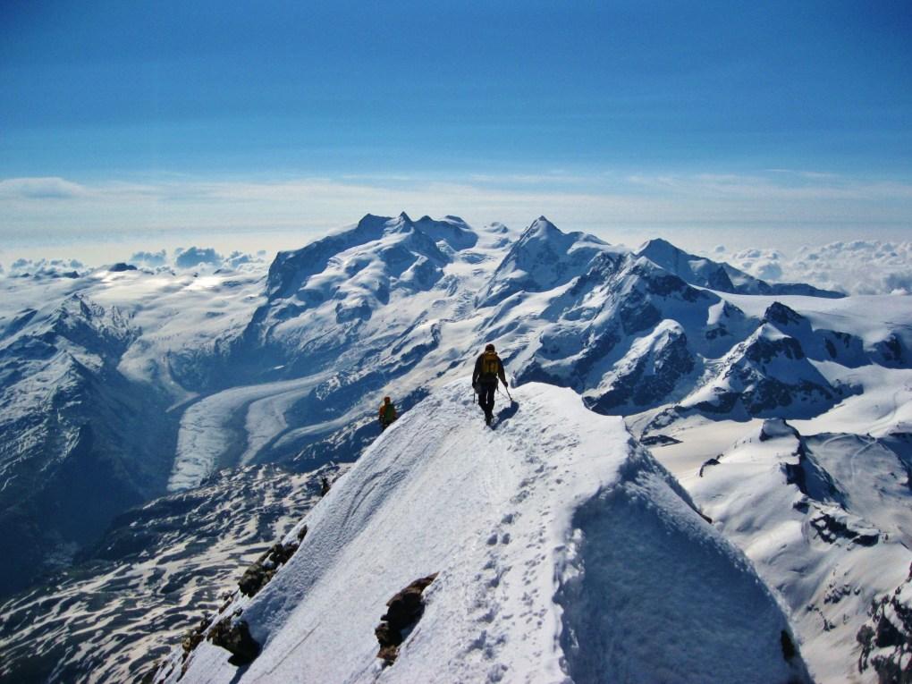Bilderbuchpanorama am Gipfel des Matterhorn