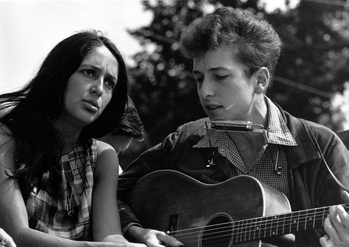 Bob Dylan with fellow musician Joan Baez.