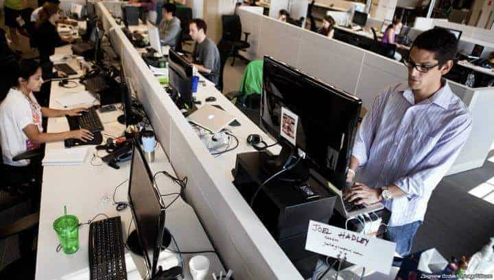 Standing desks may better employee's health and productivity