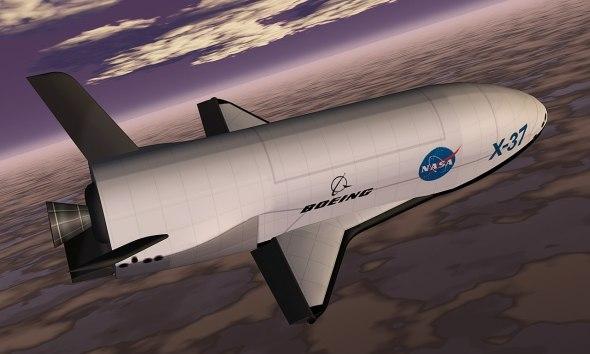 X37B im Orbit (künstlerische Darstellung). Bild: NASA / Marshall Space Flight Center, gemeinfrei