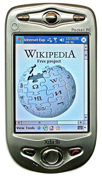 Ein HTC XDA II (2003). Er beherrschte nur GSM, aber seine UMTS-fähigen Nachfolger brachten den Durchbruch für UMTS. Bild: Wikimedia Commons, Tatoute, CC BY-SA 3.0.