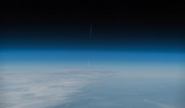 Start der Sojus MS-10 von der ISS aus gesehen zum Zeitpunkt des Unfalls. Bild: Flickr, ESA/NASA-A.Gerst, CC BY-NC-SA 2.0
