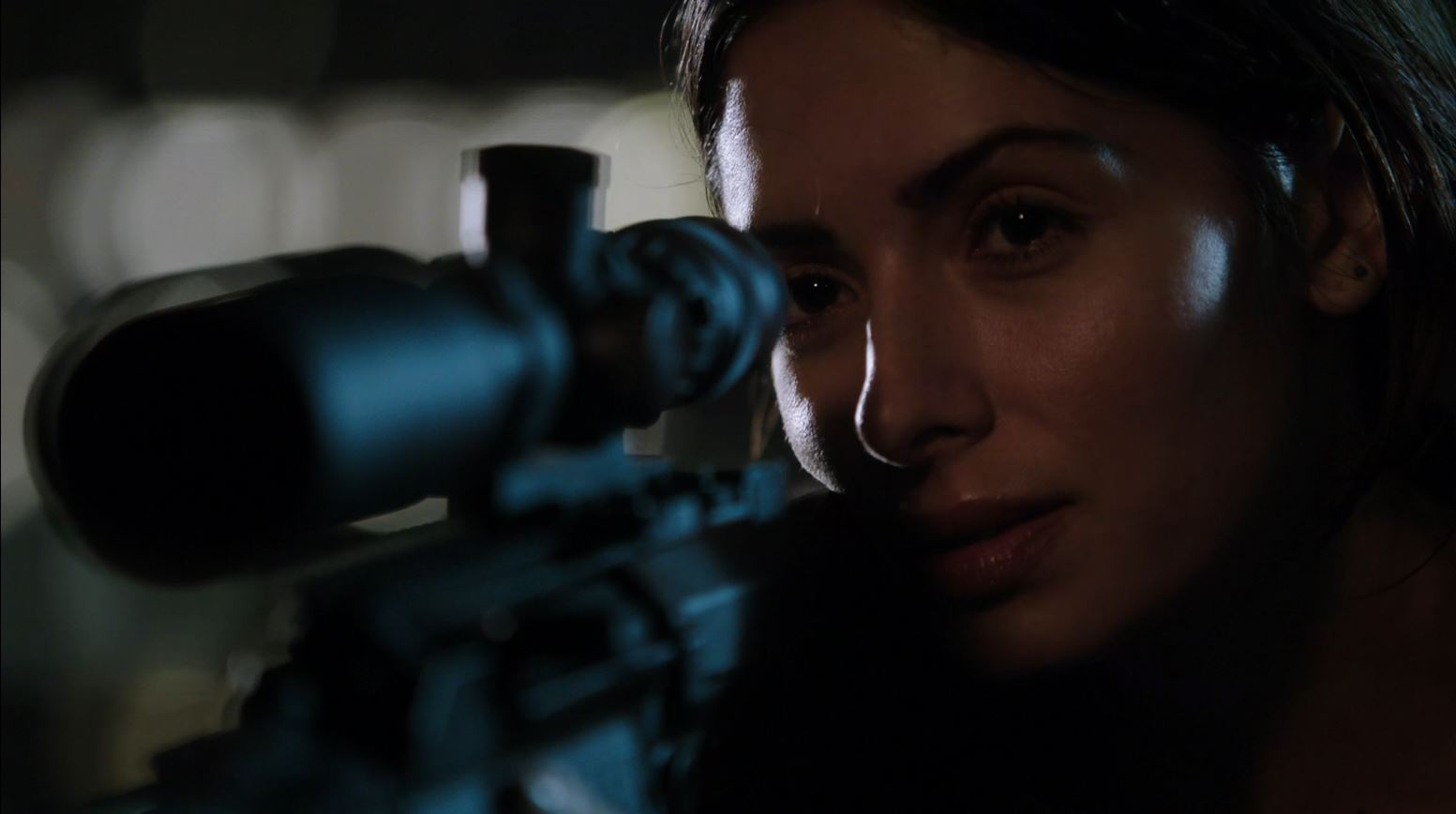 sarah shahi se scene
