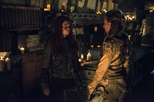 """The 100 -- """"Wanheda: Part One"""" -- Image HU301b_0186 -- Pictured (L-R): Eliza Taylor as Clarke and Jessica Harmon as Niylah -- Credit: Cate Cameron/The CW -- © 2015 The CW Network, LLC. All Rights Reserved"""