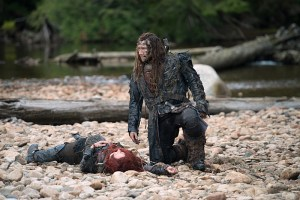 "The 100 -- ""Wanheda: Part Two"" -- Image HU302B_0010 -- Pictured (L-R): Eliza Taylor as Clarke and Zachary McGowan as Roan -- Credit: Diyah Pera/The CW -- © 2015 The CW Network, LLC. All Rights Reserved"