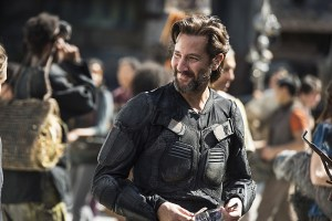 "The 100 -- ""Ye Who Enter Here"" -- Image HU303b_0028 -- Pictured: Henry Ian Cusick as Kane -- Credit: Cate Cameron/The CW -- © 2016 The CW Network, LLC. All Rights Reserved"