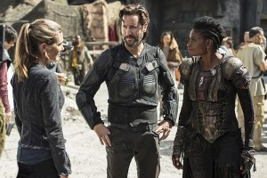 "The 100 -- ""Ye Who Enter Here"" -- Image HU303b_0042 -- Pictured (L-R): Paige Turco as Abby, Henry Ian Cusick as Kane, and Adina Porter as Indra -- Credit: Cate Cameron/The CW -- © 2016 The CW Network, LLC. All Rights Reserved"
