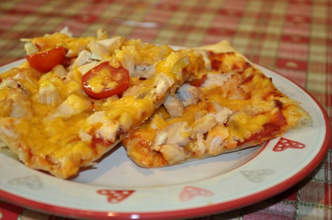 Puff Pizza – Chicken and Tomato