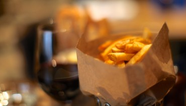 AWESOME THING WE ATE #933 | Golden Frites (Steak Optional) At Tableau Bar Bistro