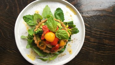 AWESOME THING WE ATE #979 | An Early Summer Night's Tomato Dream At 'The Acorn'
