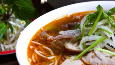 NEVER HEARD OF IT | Sexy, Forbidding Bowls Of Awesome At Tiny Cafe Xu Hue On Kingsway
