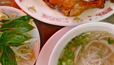 NEVER HEARD OF IT | The Fried Chicken And 'Pho Ga Don' Combo At My Chau On Kingsway