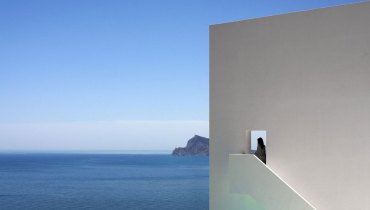 SPACED | A Minimalist, Monolithic Cliff House In Sun-Soaked Spain For Our Rainy West Side