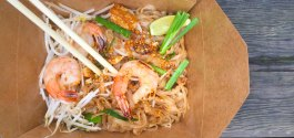 AWESOME THING WE ATE #1,004 | Portable Pad Thai From Angus An's New 'Sen Pad Thai'