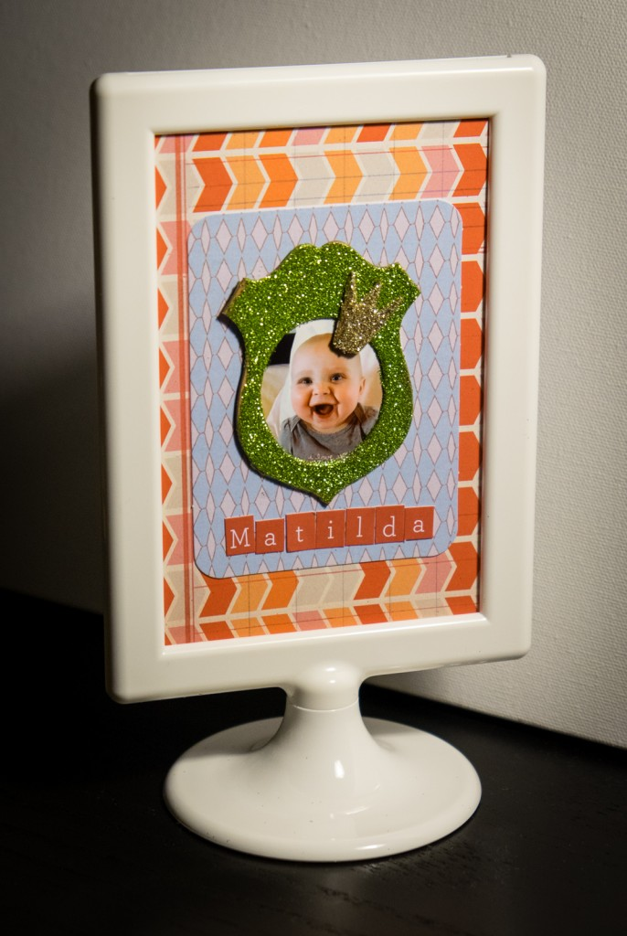 Tutorial - Quick and Easy Scrapbook Photo Frame -Albion Gould