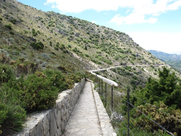 The walk up to Punta de la Paloma viewing point.