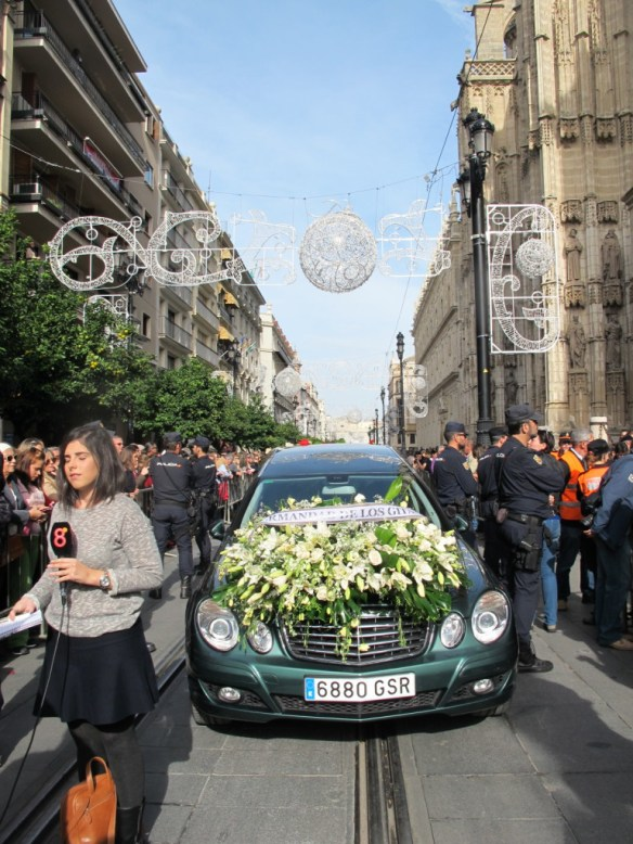 The Duquesa was taken from the Ayuntamiento alongAvenida de la Constution to the cathedral, with crowds applauding as the procession past.