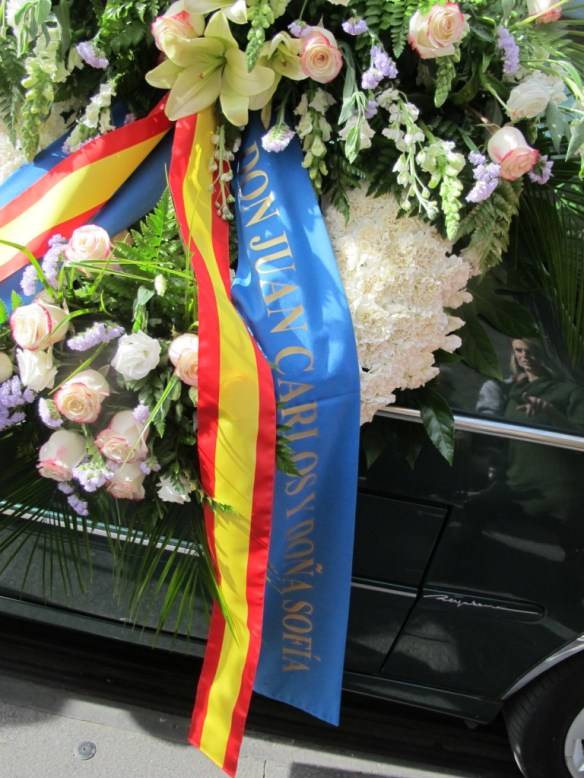Wreath from ex-King Juan Carlos and Queen Sofia; many were surprised they didn't attend in person.