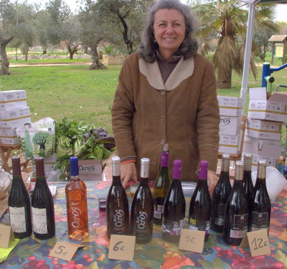 The delightful Elena of Colonias de Galeon. You can taste her excellent organic wines at the market.