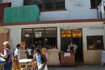 人民向けのスタンド食堂、ハバナ旧市街 【キューバ Cuba】