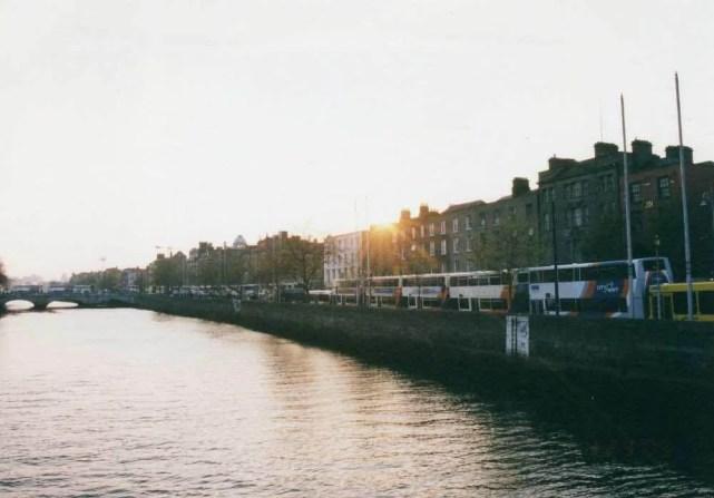 リフィ川の朝、ダブリンの町 【アイルランド】