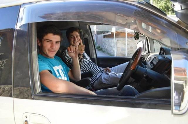 ウシュグリへの車のドライバー(メスティアから車でウシュグリ村へ)【ジョージア(グルジア)Georgia:საქართველო】