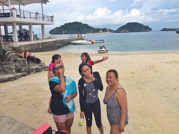 swim beach hundred islands