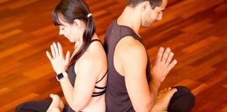 zakkry-endicott-lara-herbst-ederer-yoga-retreat-washington